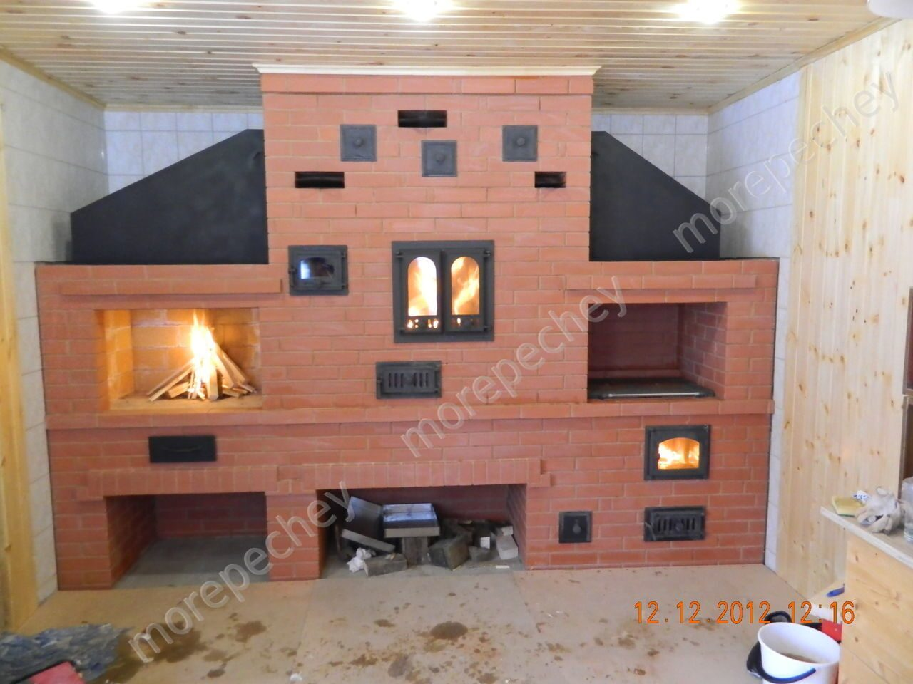 Барбекю в помещении фото кухня студия электрокамин
